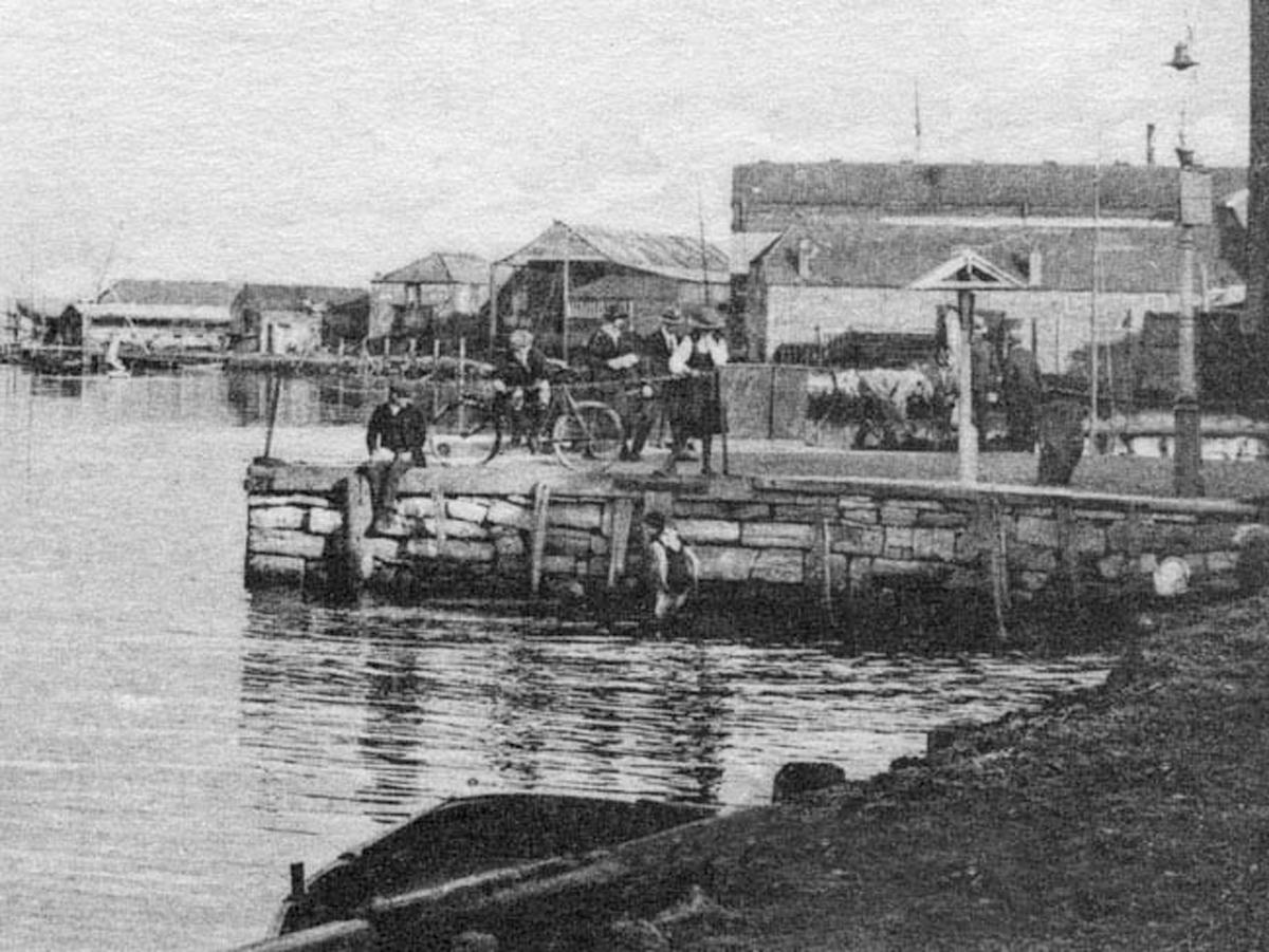 1949 Lymington Quay