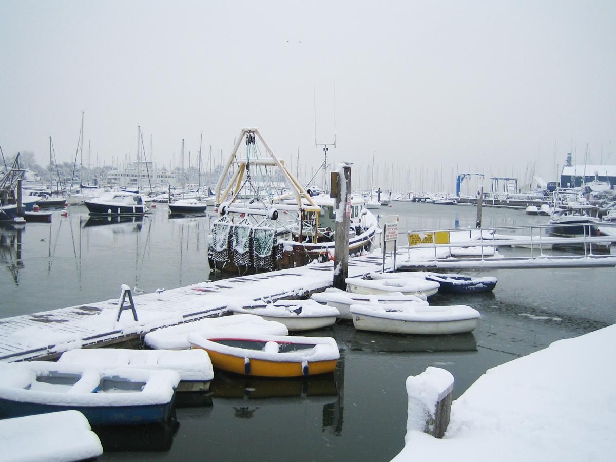 lymington-town-quay-snow-02_12_2012