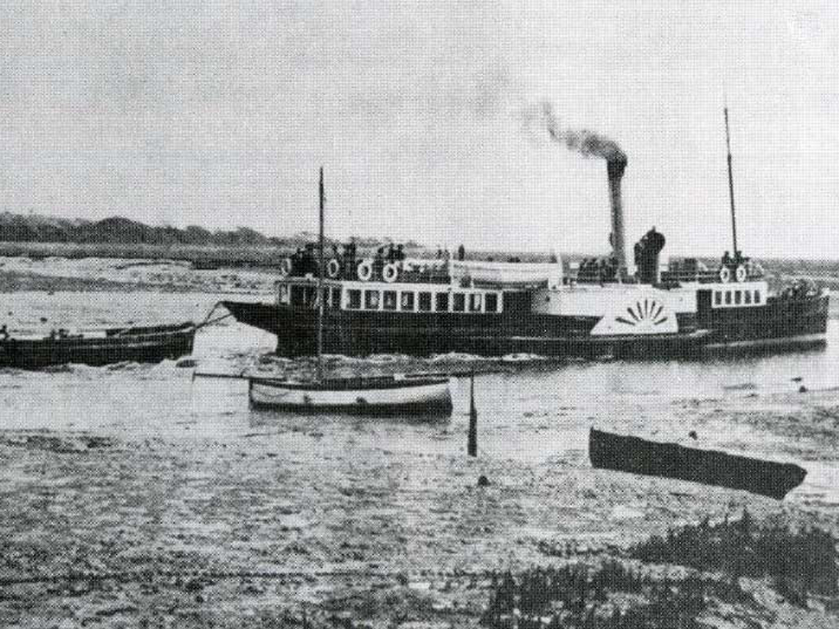 steamer-towing-barge1200