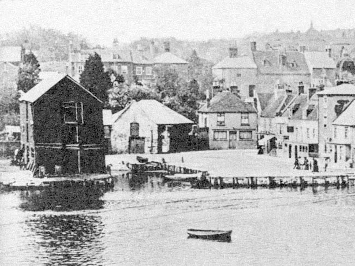 1905 Lymington Quay